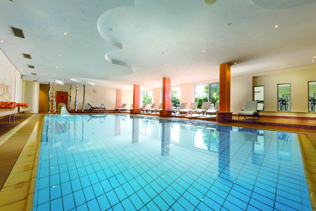 schwimmbad saunen im schwarzwald wellnessurlaub in. Black Bedroom Furniture Sets. Home Design Ideas